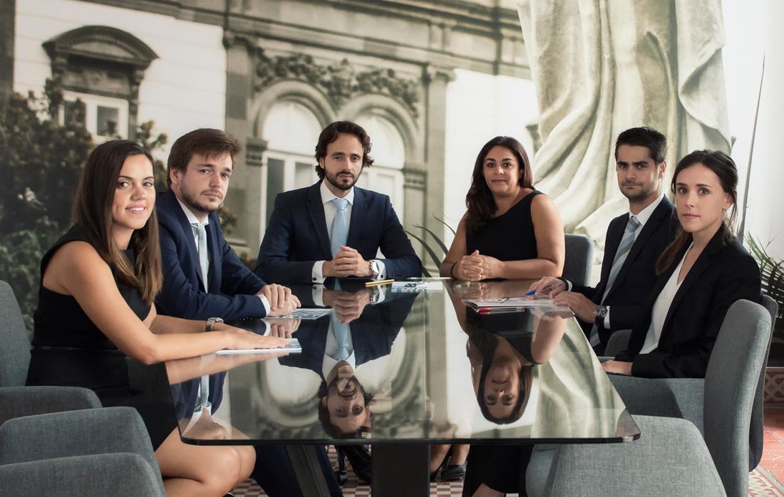 Equipo de trabajo abogados en el despacho Olarte Perez Las Palmas